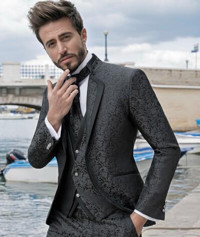 abito damascato grigio con bordo nero pat maseda 2020
