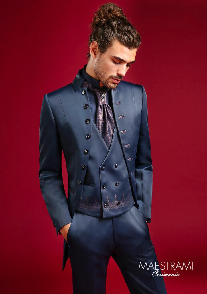 abito-blu-bottoni-laterali-con-asole-maestrami