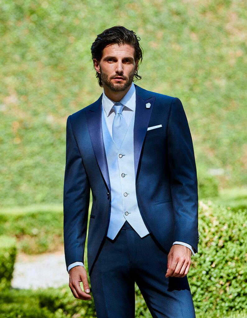 abito-blu-con-gilet-azzurro-lubiam